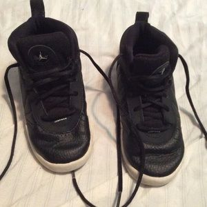 Boys 10c black Jordan's